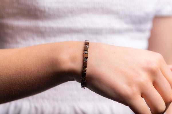 Bronze metal stretchy bracelet