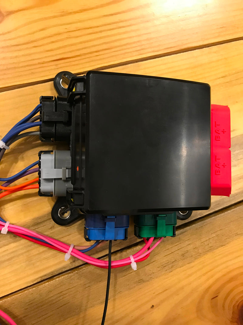 8 circuits Weatherproof Relay/Fuse center - Busted Knuckle Off Road