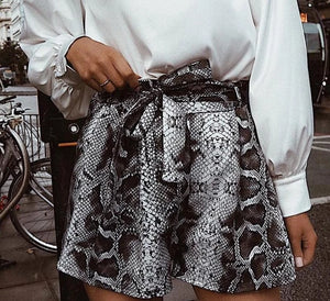 Shorts print serpiente