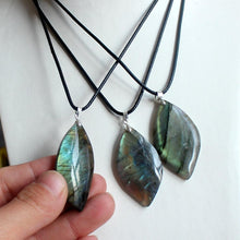 Load image into Gallery viewer, Natural Labradorite Crystal Necklace - Spandha
