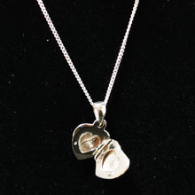 Load image into Gallery viewer, Engraved Heart Locket