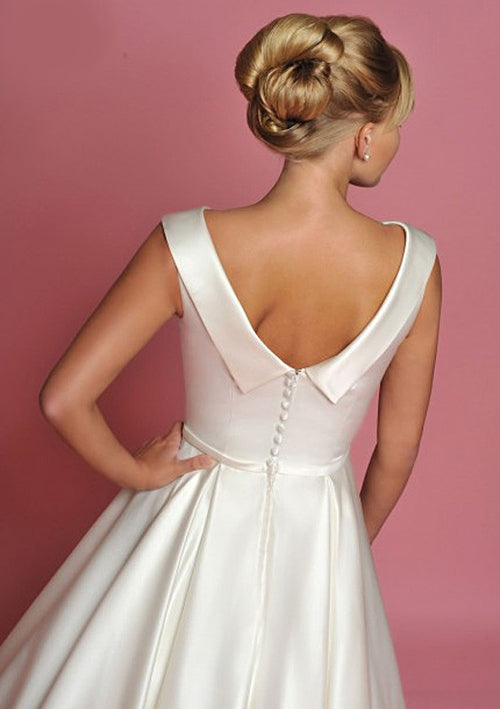 Retro 50s Ankle Length Wedding Dress with Boat Neck and V Back