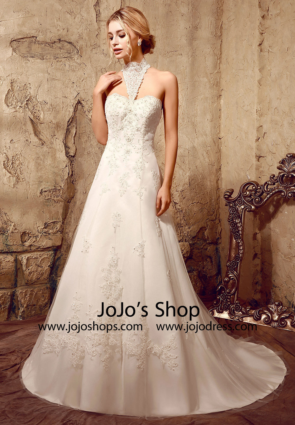 A-line Halter Style Lace Wedding Dress | HL1001