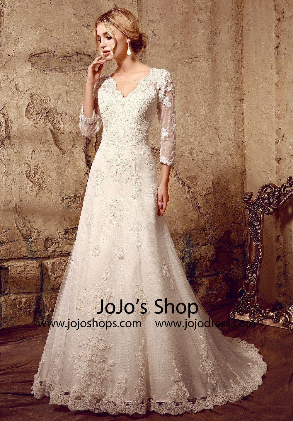 Vintage Inspired Lace Wedding Dress with Long Sleeves | HL1025