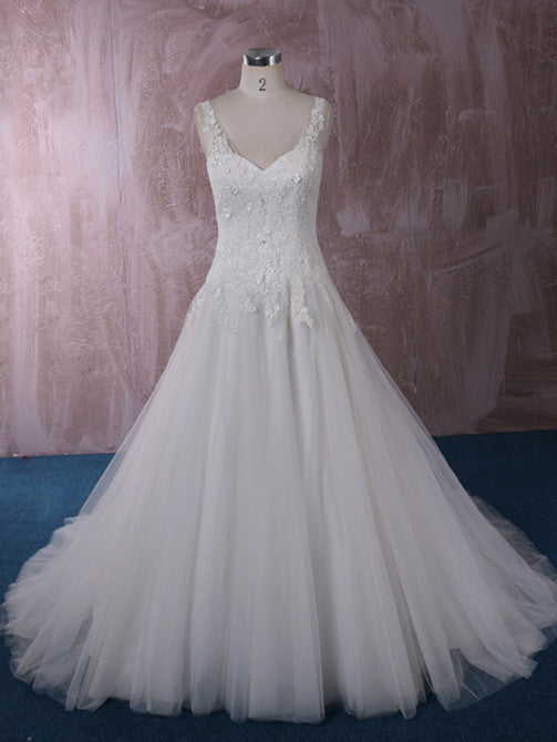 Sweetheart Lace Ball Gown Wedding Dress With Lace Straps