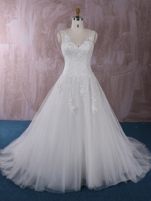 Princess Lace A-line Wedding Dress with V Neck | QT85199