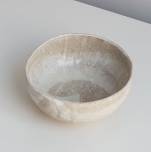 Transparant bowl with crackle glaze and white slib.