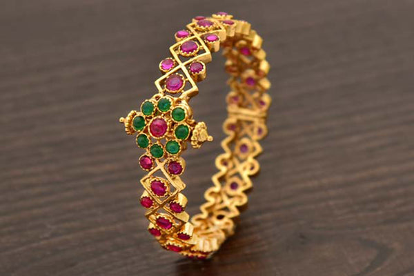24K Gold Plated Intricately Handcrafted Antique Brass Kada Encased With Kempu & Emerald Stones (Pack Of 1)