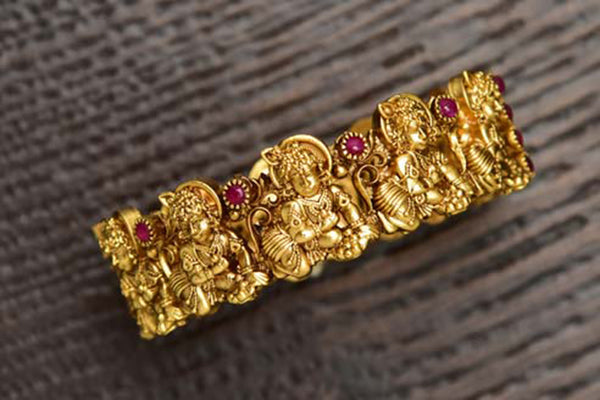 24K Gold Plated Intricately Handcrafted Antique Brass Kada Engraved With Ladoo Gopal (Pack Of 1)