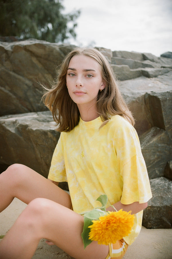 FLOWER POWER ORGANIC COTTON TIE DYE BOXY TEE - LEMON
