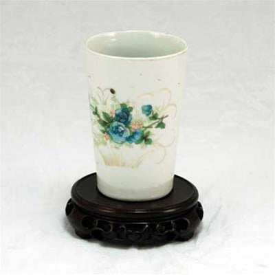 "1920s Famille-Rose Porcelain ""Flower Design"" Tall Tea Cup"
