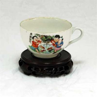 "1950s Famille-Rose Porcelain ""Children, Dragon and Fish Design"" Hand-Painted Large Tea Cup with Handle"