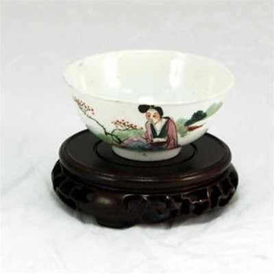 "Early 20th Century Famille-Rose Porcelain ""Chinese Beauty Design"" Hand-Painted Large Tea Cup"