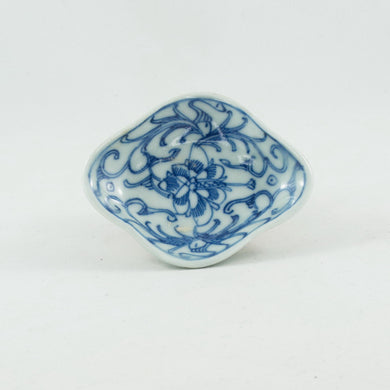19th Century Chinese Diamond Shape Porcelain Blue and White Interlocking Lotus Saucer
