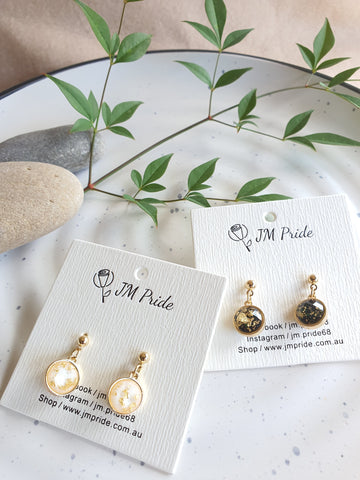 East & West fusion gold flakes resin tiny drop earrings (Black/ White)