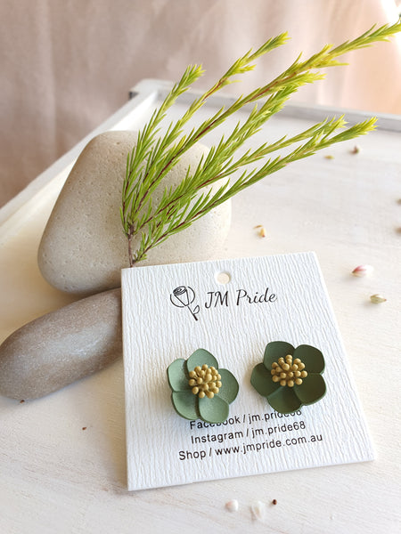 Cheerful cuttercup flower stud earrings (mysterious green / milky white)