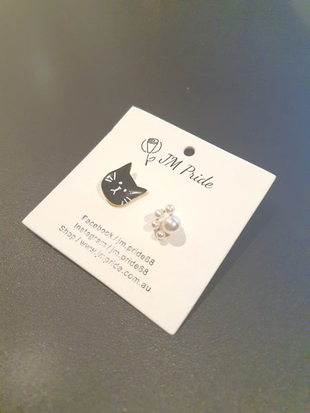 Cats and paws stud earrings - Black / Tri-colour / Grey