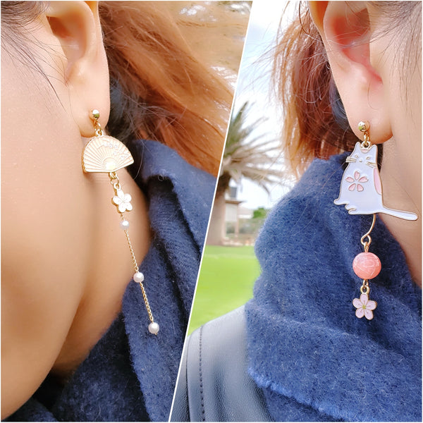 Chubby cat asymmetric dangle earrings