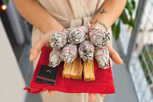 Load image into Gallery viewer, Namaskarasu California Smudging Bundle Kit - 7 x White Sage - 3 x Palo Santo «METAMORPHOSIS» - NAMASKARASU