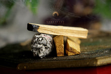 Load image into Gallery viewer, Namaskarasu California Smudging Bundle Kit - 1 x White Sage - 3 x Palo Santo «SACRAL» - NAMASKARASU