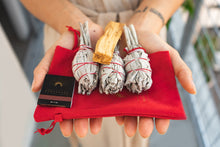 Load image into Gallery viewer, Namaskarasu California Smudging Bundle Kit - 3 x White Sage - 1 x Palo Santo «SCARAB» - NAMASKARASU