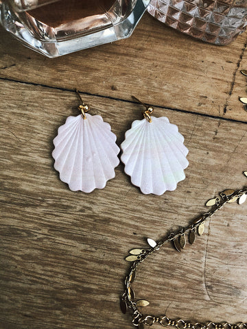 Sophie One Earrings in White Pearl