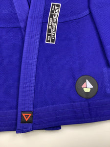 BE WATER 3.0  blue THIS IS THIRD DESIGN OF BE WATER KIMONO SERIES NEW DESIGN CAME OUT GREAT MAINTAINING ORIGINAL DESIGN CONCEPT YET INTRODUCING MODERN CUT WITH EDGY AND HIGH QUALITY PATCHES AND LABELS. JACKET: 450 GSM PEARL WEAVE EVA FOAM LAPEL WIDE REINFORCEMENT TAPE ROUND SIDE SLIT FINISH RUBBER LABEL PANTS: 11 OZ COTTON RIP STOP 6 BELT LOOP SYSTEM ROUND DRAW STRING RAISED BACK WIDE REINFORCEMENT TAPE RUBBER LABEL vhts europe