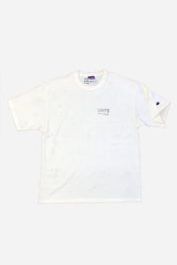 VHTS MACARONI LOGO TEE (CHAMPION COTTON T) WHITE Note! This Tee is oversize. If you prefer a more regular fit we suggest to size down. 100 % Cotton Loose fit Heavy Champion Cotton Tee To avoid shrinking, wash at 30 Degrees and do not tumble dry. Hang dry post wash and iron out flat avoiding the design. vhts europe
