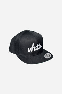 VHTS CLASSIC Snapback One Size Color: Black Embroidery: White shell fabric 1: 80% acrylic 20% wool, A/WOOL SERGE, 382 GSM vhts europe