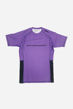 Load image into Gallery viewer, brazilian jiu jitsu compression gear vhtseurope vhtsny 2019 S/S Ranked rash guard purple short sleeves 80 % polyester 20% lycra side mesh fabric panel for better ventilation and humidity control contrast stitching sublimation printing vhts europe