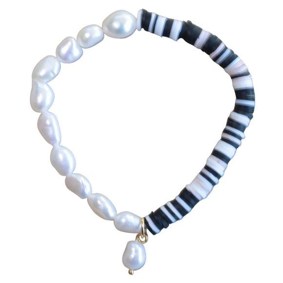 Freshwater Pearl / Black and White Bead Stretch Bracelet (Flat View)