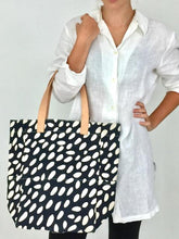Load image into Gallery viewer, City Tote in Navy- Only 1 left!!