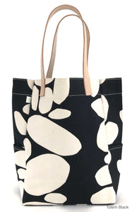 City Tote in Navy- Only 1 left!!