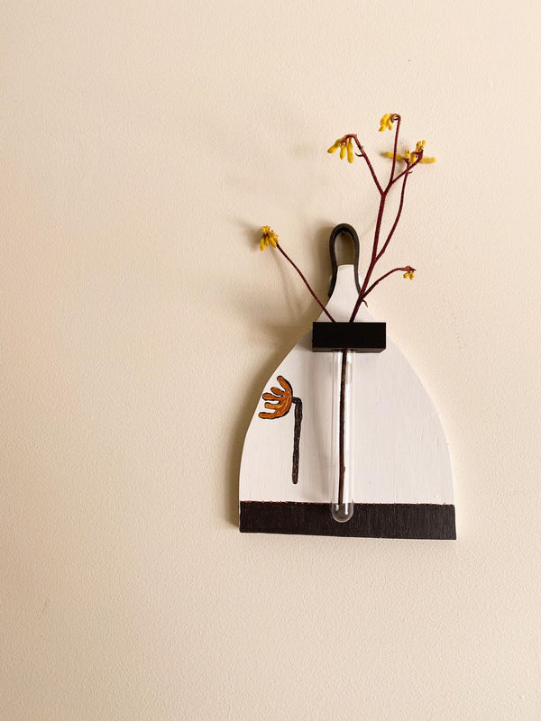 Spritely Wall Vase- Black and White with Flower