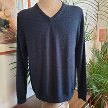 Load image into Gallery viewer, Merino Wool V Neck Jumper, Navy Marle