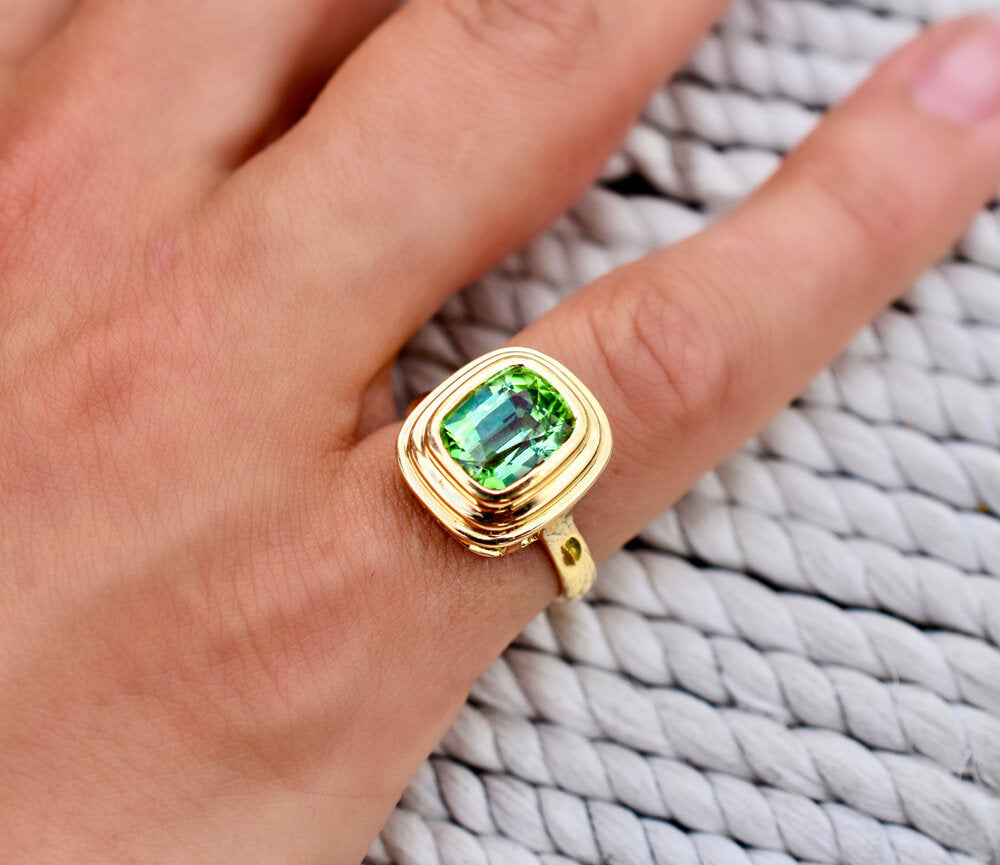 Minka Jewels - One-of-a-kind 2.50ct vivid green tourmaline ring  Pure 18k yellow gold  2.50ct vivd green tourmaline