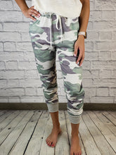 Load image into Gallery viewer, Effie Camo Print Joggers