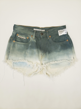Load image into Gallery viewer, Levi Shorts Size 5/6