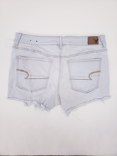Load image into Gallery viewer, American Eagle Shorts Size 13/14