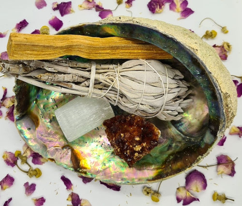 Smudge Kit: Manifestation, healing, wealth & abundance