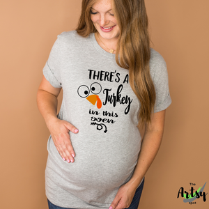 There's a turkey in this oven, baby reveal shirt for Mom, Fall maternity shirt, Thanksgiving pregnancy shirt, Maternity thanksgiving shirt, funny maternity t-shirt, Fall Maternity tee