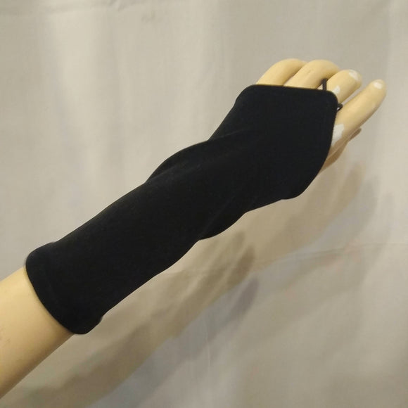 The VM Short Velvet Pointe Gloves