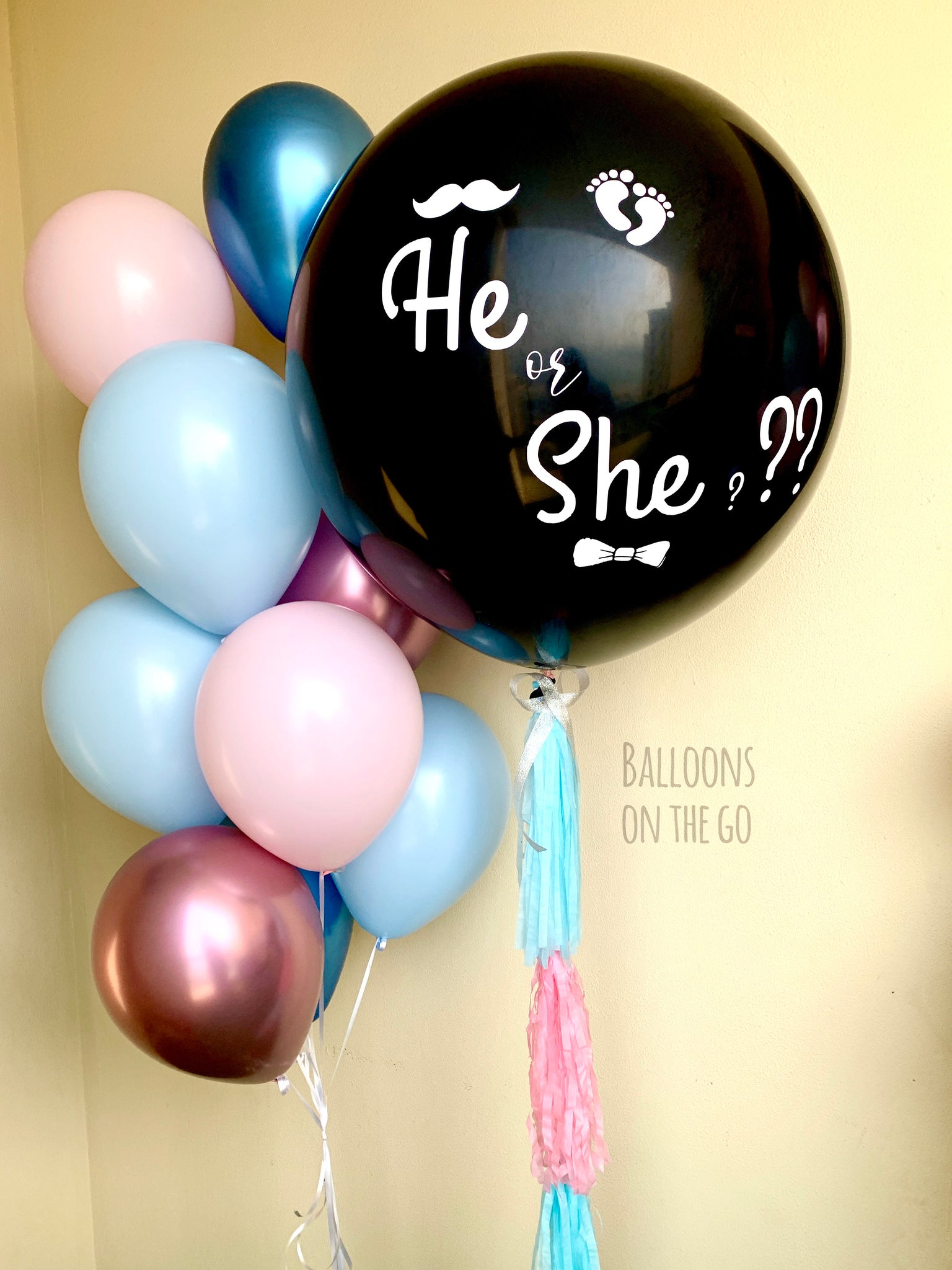 Gender reveal Balloon with balloon bouquet