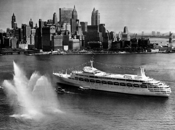 CANBERRA arriving at New York