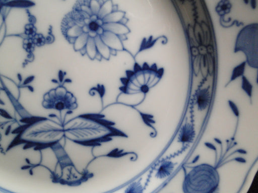 "Meissen Blue Onion, ""X"" Backstamp with Slashes: Luncheon Plate 9 1/8"""