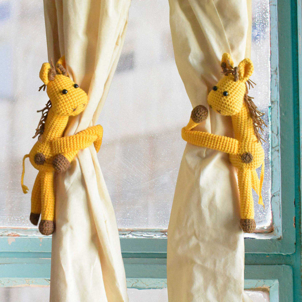 Set Of 2 Giraffes Curtain Holder Handmade Crochet Animal Finished Home Decor - SaiGonDoll