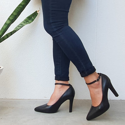MAYA Deep Black Pumps