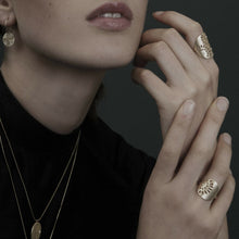 Load image into Gallery viewer, Dansk Copenhagen Simple daisy ring in Plated Gold