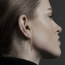 Load image into Gallery viewer, Dansk Copenhagen Theia Line hanger earring Gold Plated