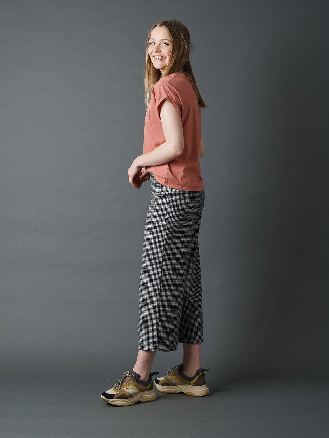 Indi & Cold James Houndstooth jaquard Tricot cropped trouser Grey and Black